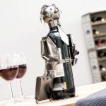 kovovy-stojan-na-vino-biznismen-4054