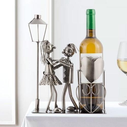kovovy-stojan-na-vino-milenci-3510