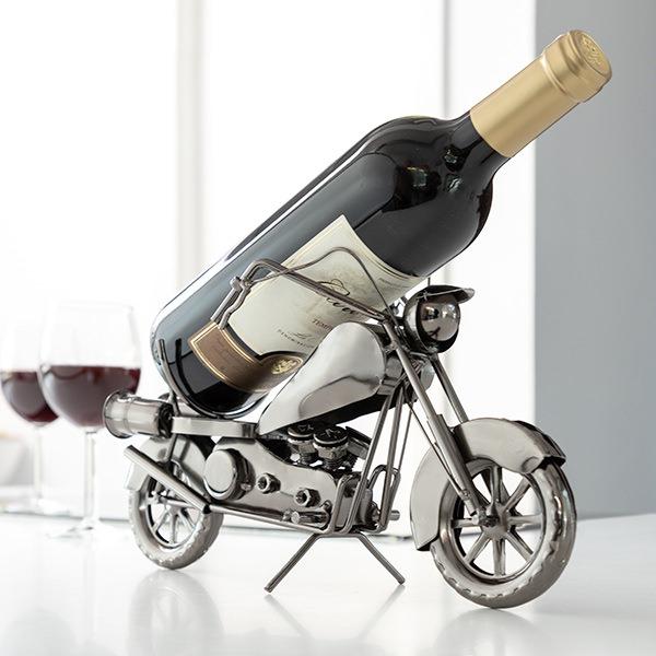 kovovy-stojan-na-vino-motorka-4677
