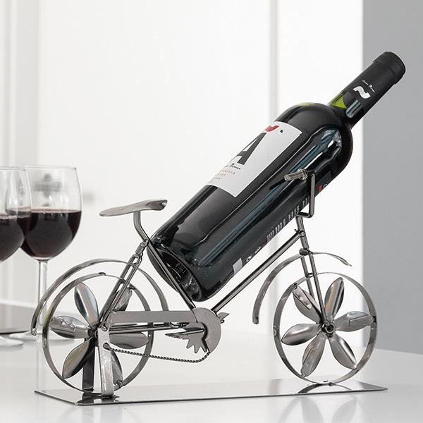 kovovy-stojan-na-vino-bicykel-4655